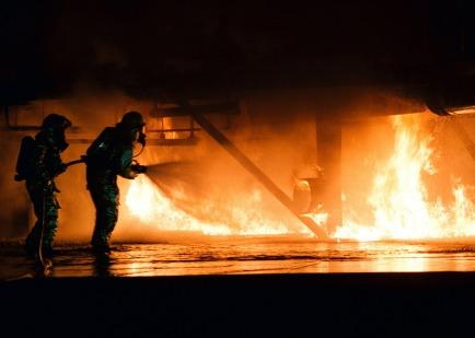 firefighter-593720_1280