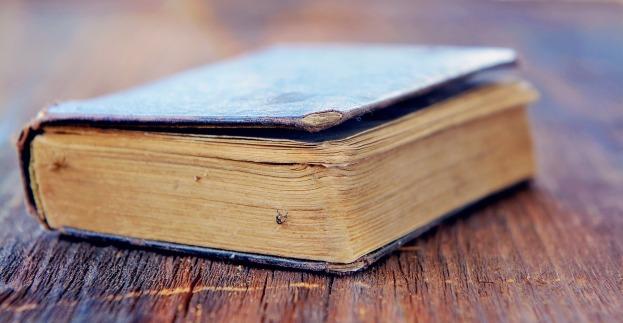 book-758384_1920